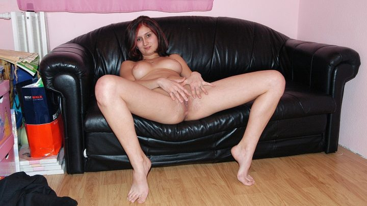 21sextreme.com – Bitch and her stocking  2010 Amateur