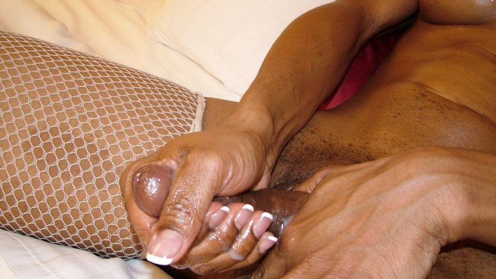 Blacktgirls.com – Oiled-Up Naomi Strokes Her Cock! Naomi 2007 Transsexual