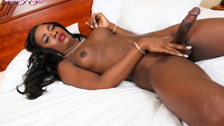 Blacktgirls.com – Horny Lea Lipz Strokes Her Big.. Lea Lipz 2016 Transsexual