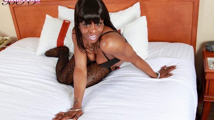 Blacktgirls.com – Sexy Montana Hancock Jacks Off! Montana Hancock 2013 Transsexual