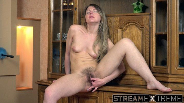 Wearehairy.com – Jeniffer masturbates and enjoys.. Jeniffer 2018 Blondes